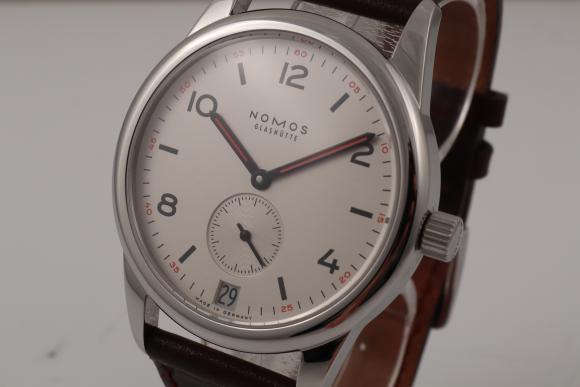 Other brands Nomos Club Date ungetragen